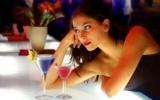 Чи можна при місячних пити алкоголь: рекомендації лікарів